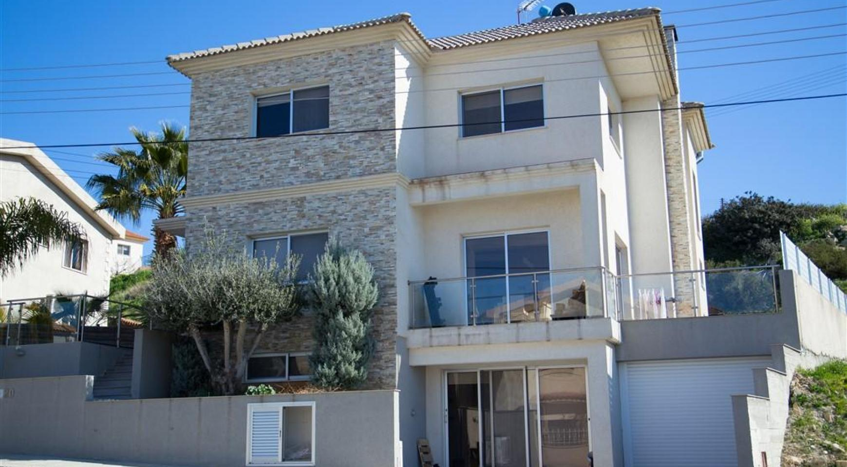 Spacious 4 Bedroom House in Agios Athanasios - 2