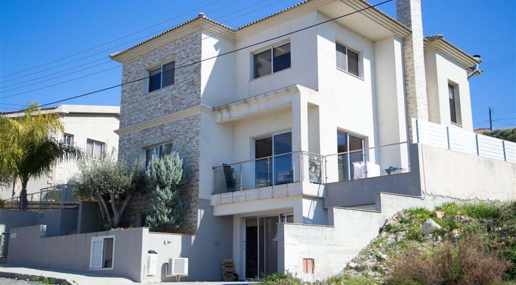 Spacious 4 Bedroom House in Agios Athanasios - 1