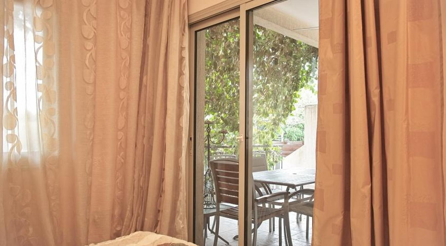 SPECIAL OFFER! 2 Bedroom Apartment with Private Garden - 8