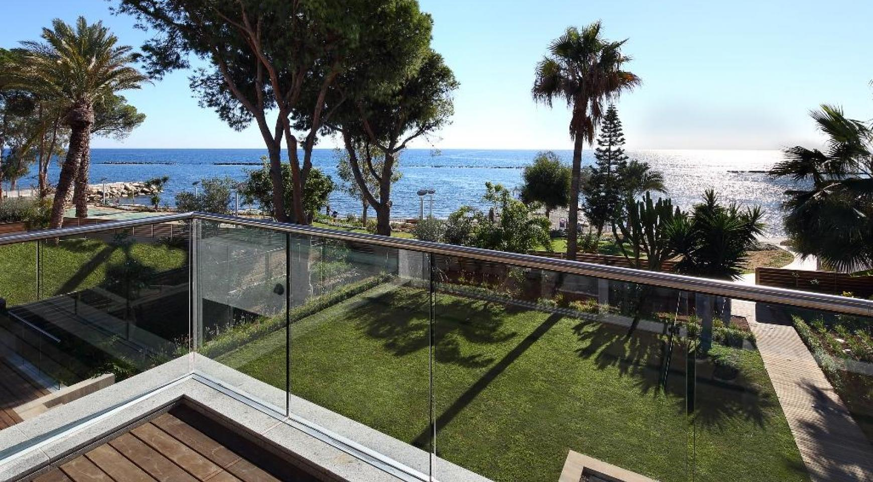Exclusive 4 Bedroom Apartment with Sea Views - 1