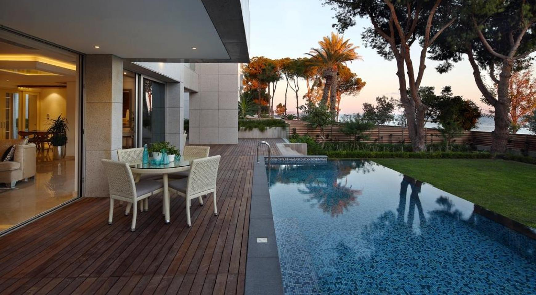Exclusive 4 Bedroom Apartment with Sea Views - 2