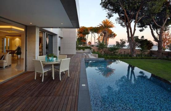 Exclusive 3 Bedroom Apartment with Sea Views