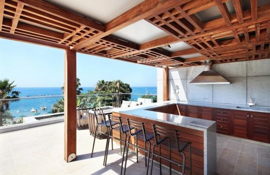 Exclusive 3 Bedroom Apartment with Roof Garden