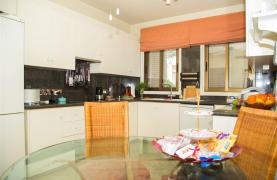 Spacious 3 Bedroom Apartment on the Seafront - 27