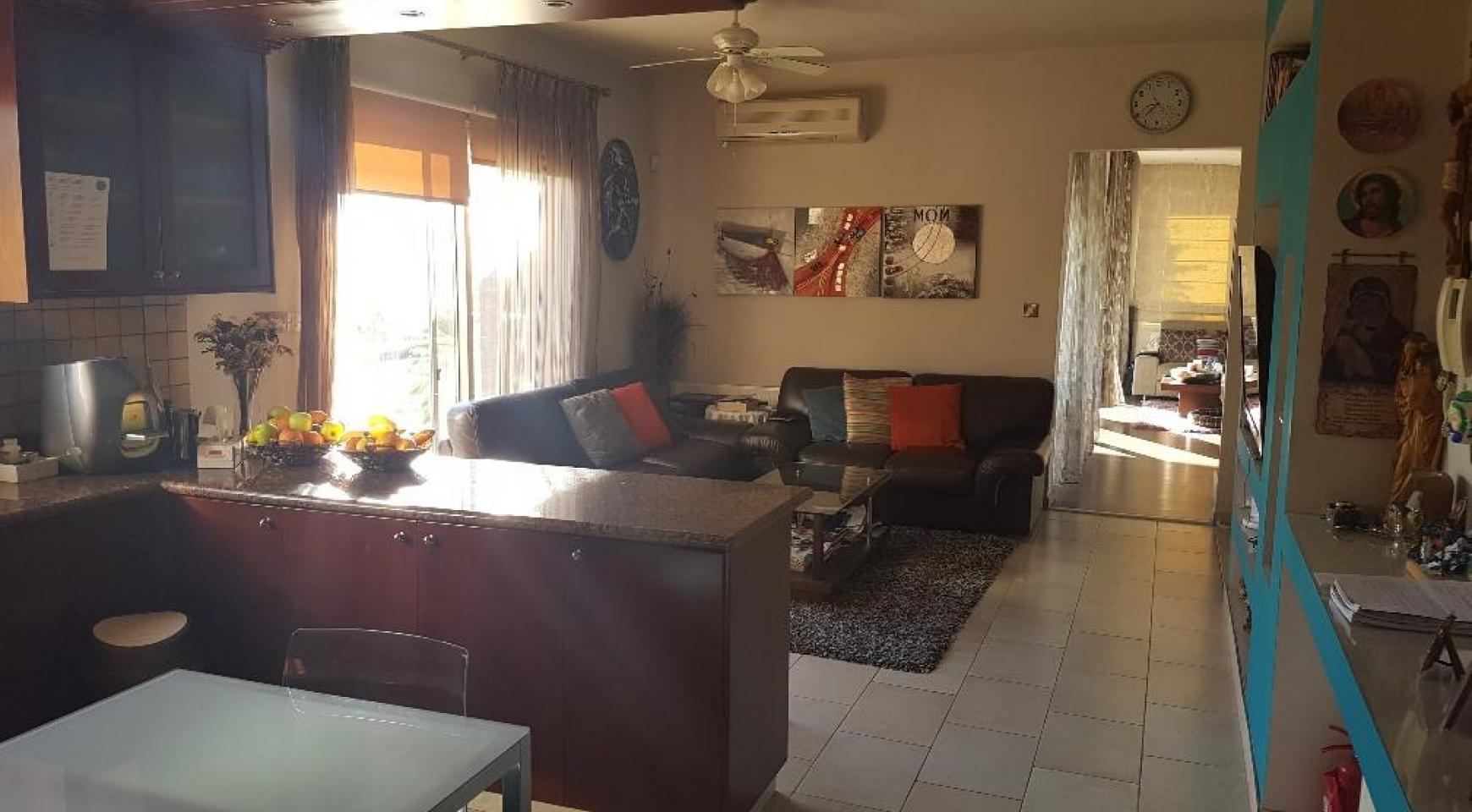 Spacious 4 Bedroom Villa with Beautiful Views - 16