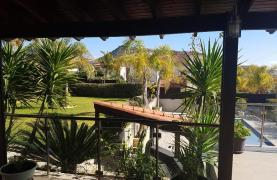 Spacious 4 Bedroom Villa with Beautiful Views - 29