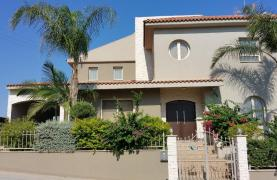 Spacious 4 Bedroom Villa with Beautiful Views - 24