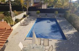 Spacious 4 Bedroom Villa with Beautiful Views - 31