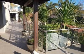 Spacious 4 Bedroom Villa with Beautiful Views - 33