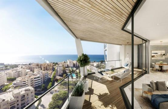Sky Tower. Elite 2 Bedroom Apartment with Sea Views