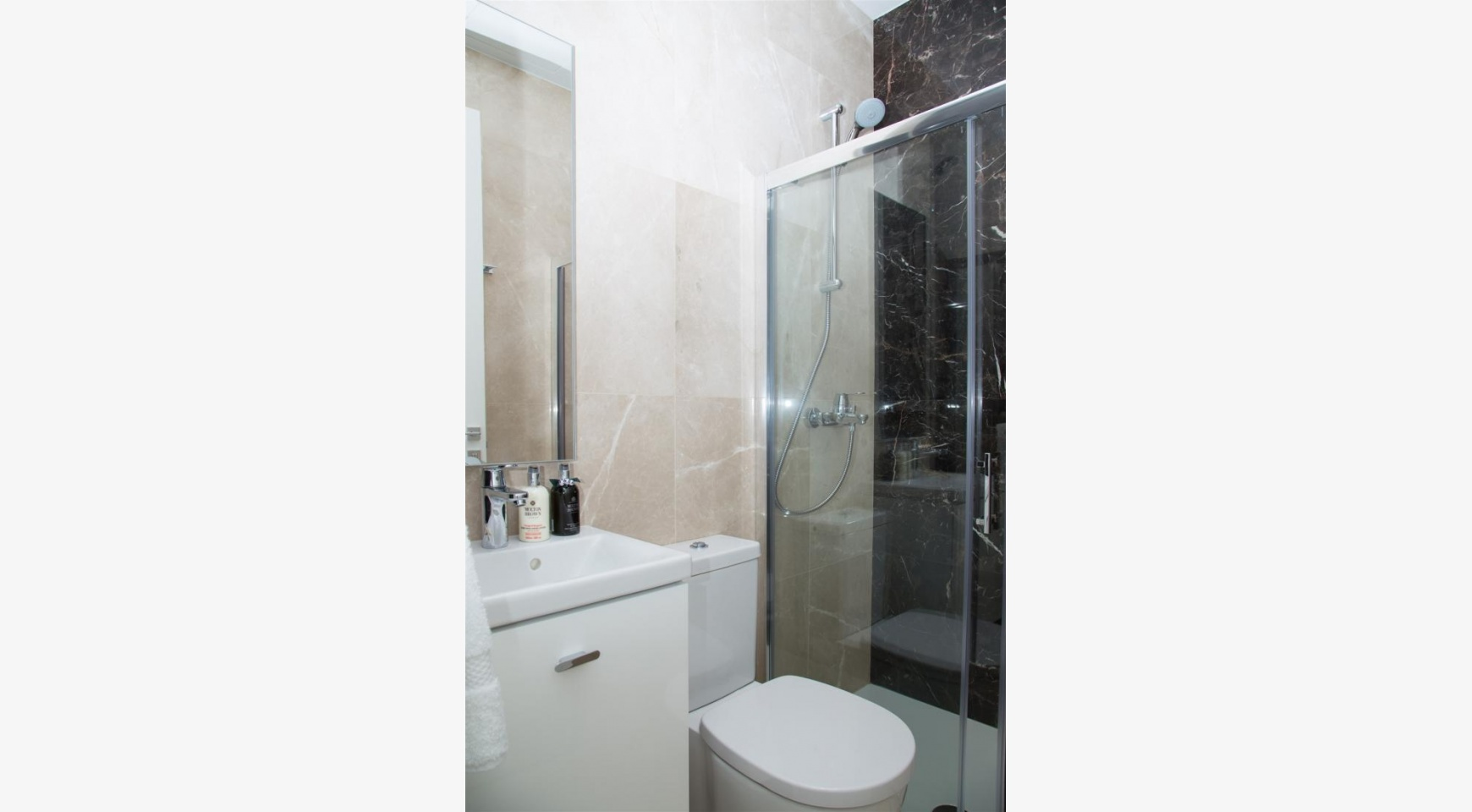 Malibu Residence. Modern 3 Bedroom Apartment 103 in Potamos Germasogeias Area - 31