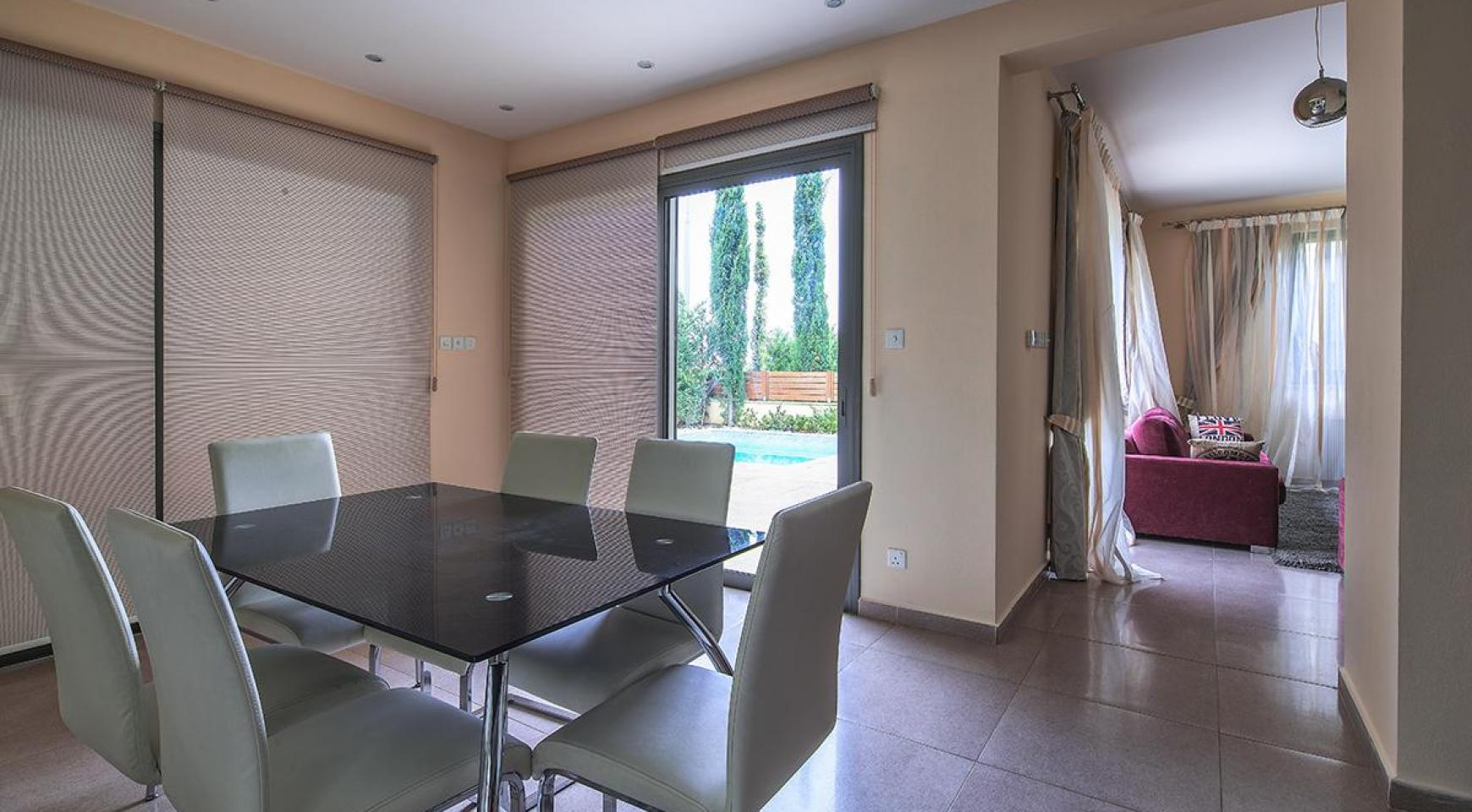 Luxury 4 Bedroom Villa near the Sea - 6