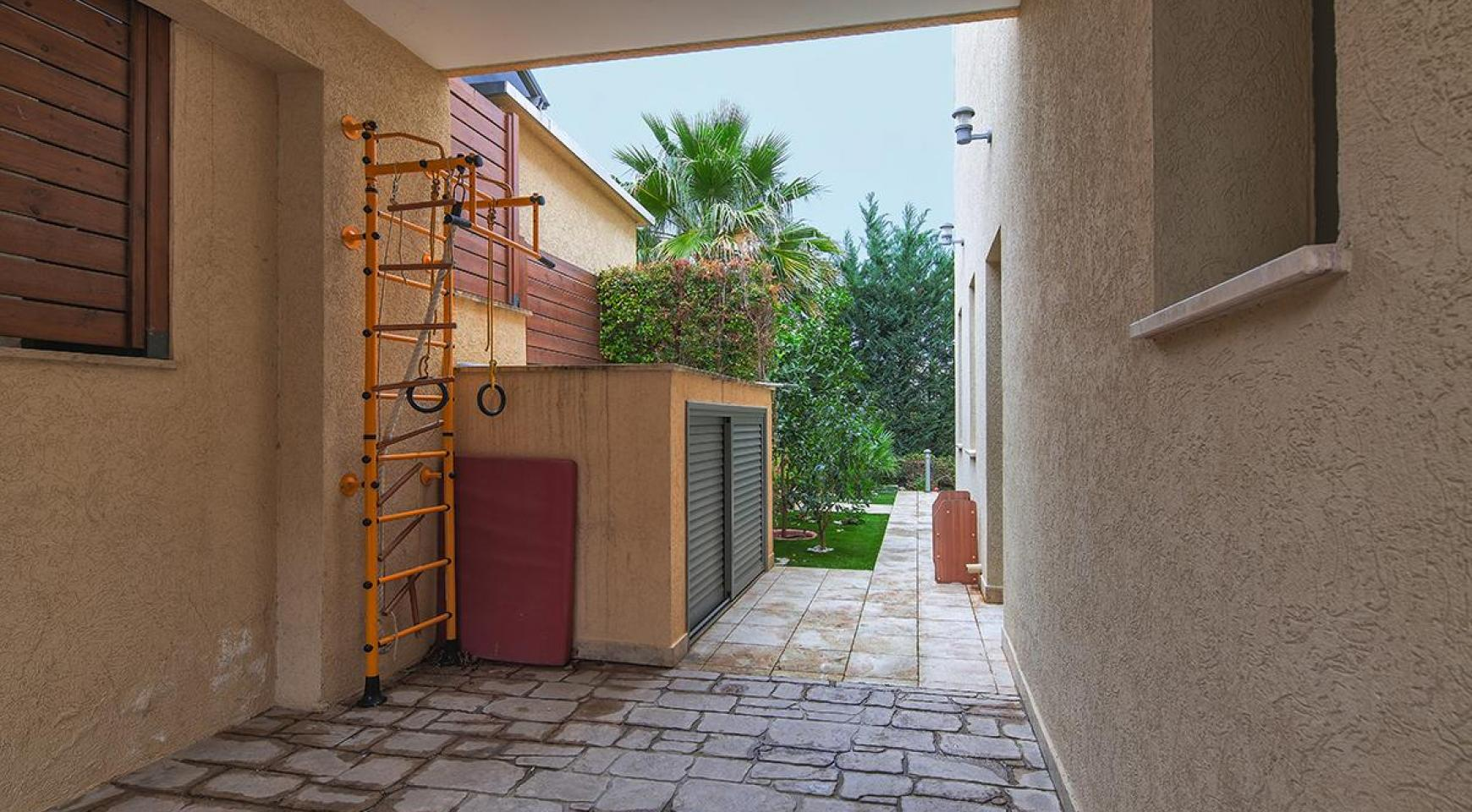 Luxury 4 Bedroom Villa near the Sea - 22