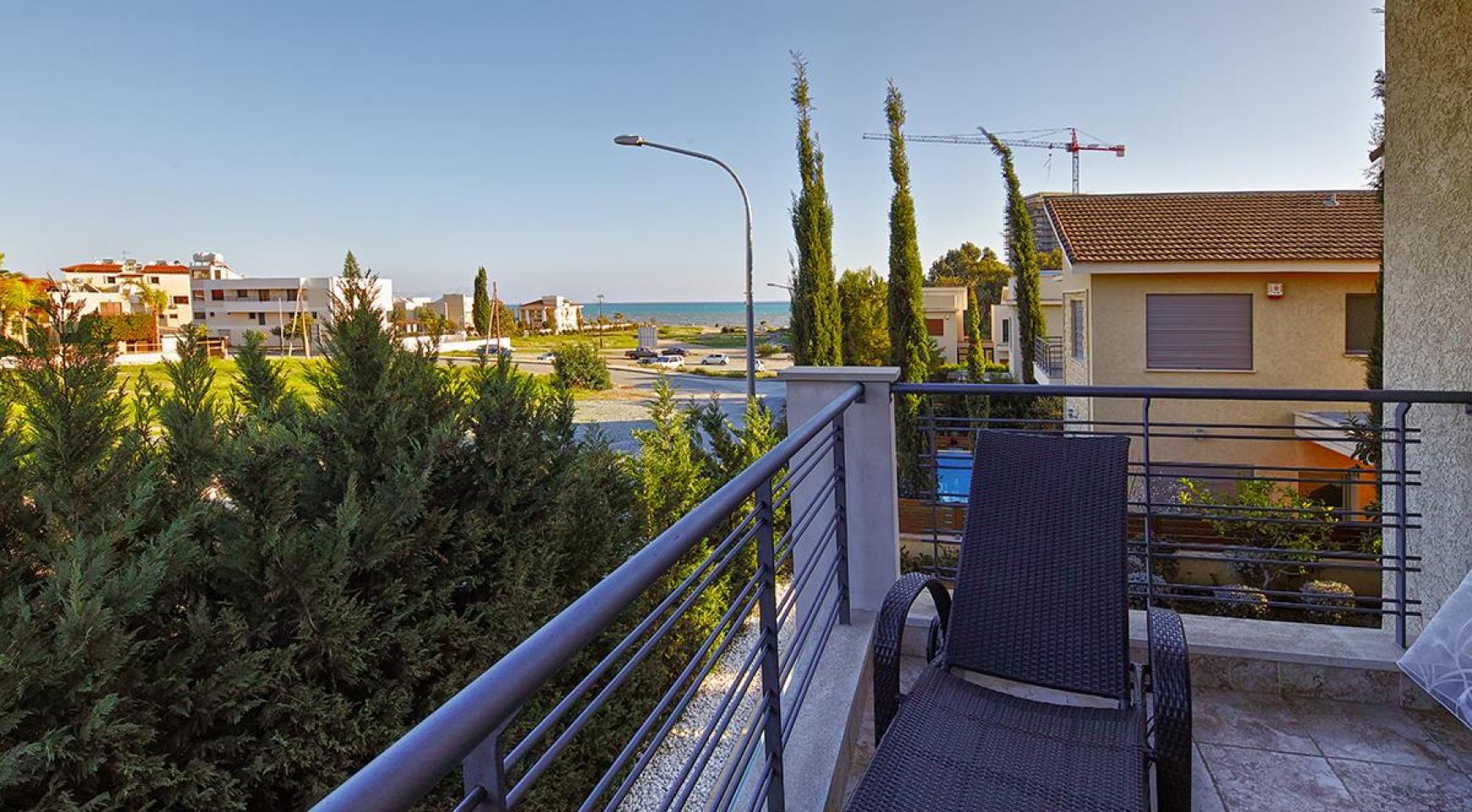 Luxury 4 Bedroom Villa near the Sea - 19