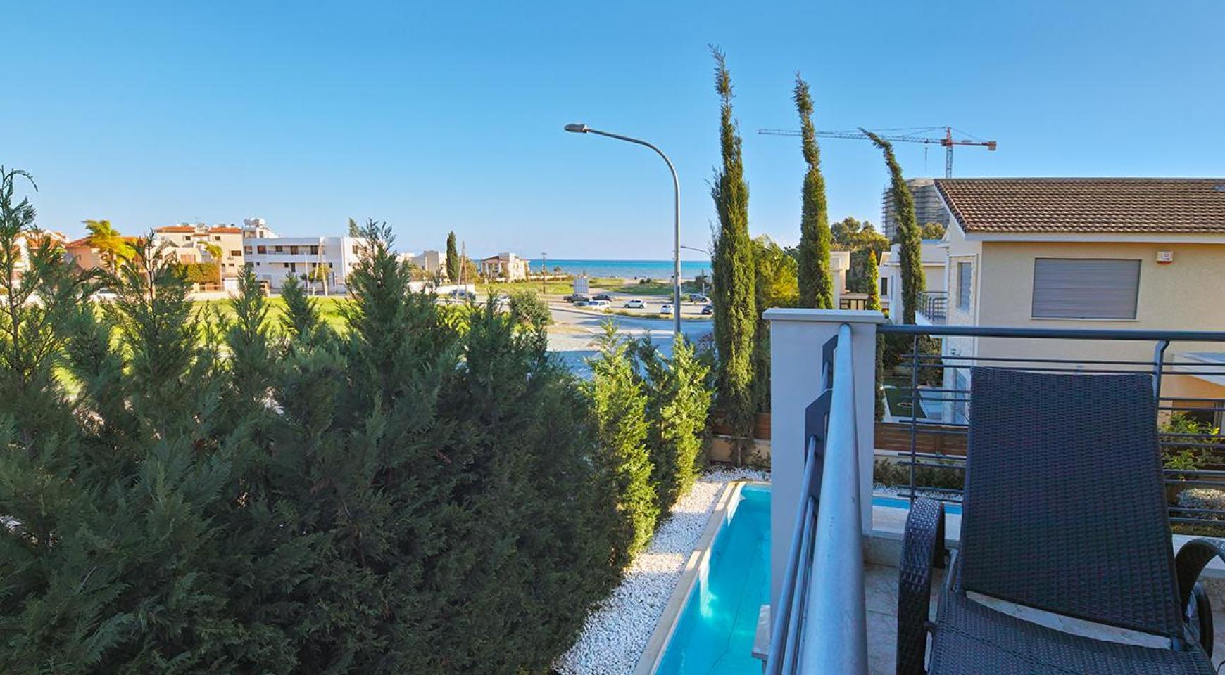 Luxury 4 Bedroom Villa near the Sea - 18