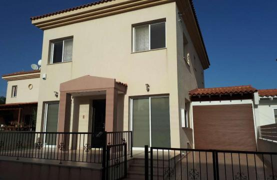 Spacious 3 Bedroom House in Kolossi