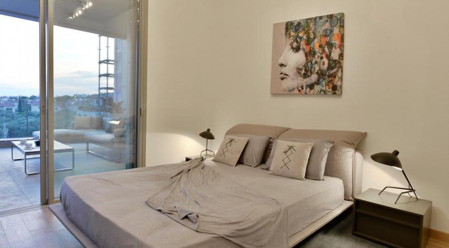 Luxurious Duplex Apartment with Private Roof Garden near the Sea - 16