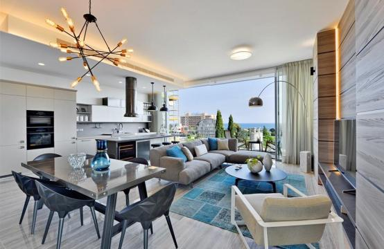 Luxurious Duplex Penthouse with Private Roof Garden near the Sea