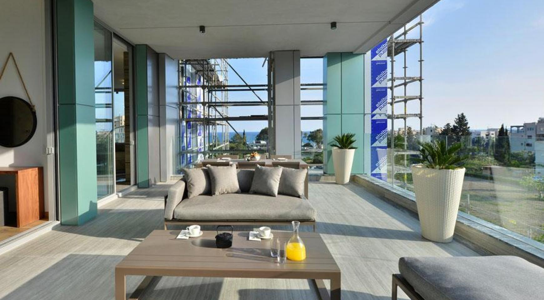 Luxurious 3 Bedroom Penthouse with Private Roof Garden near the Sea - 11