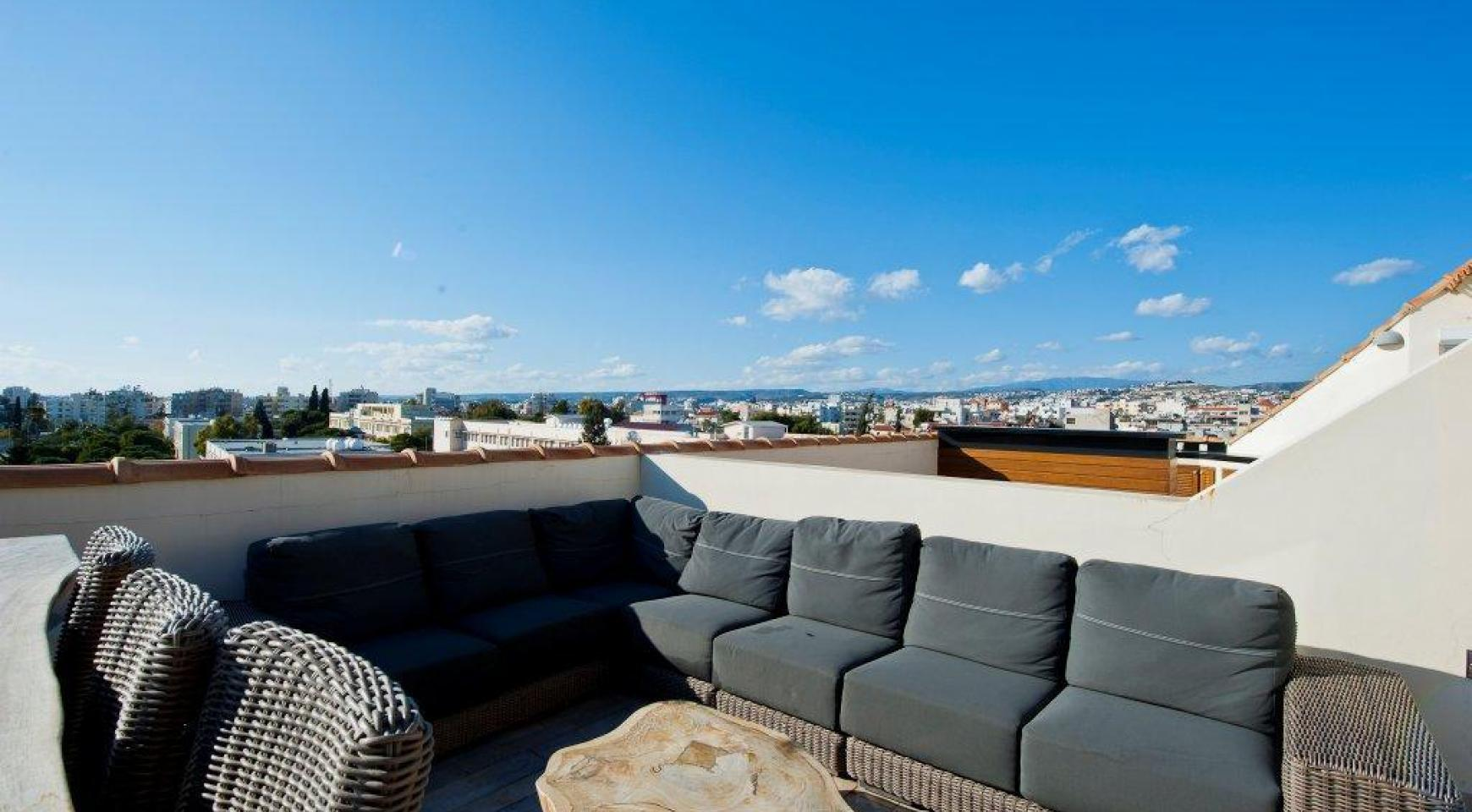Exclusive 3 Bedroom Penthouse in the City Centre - 32