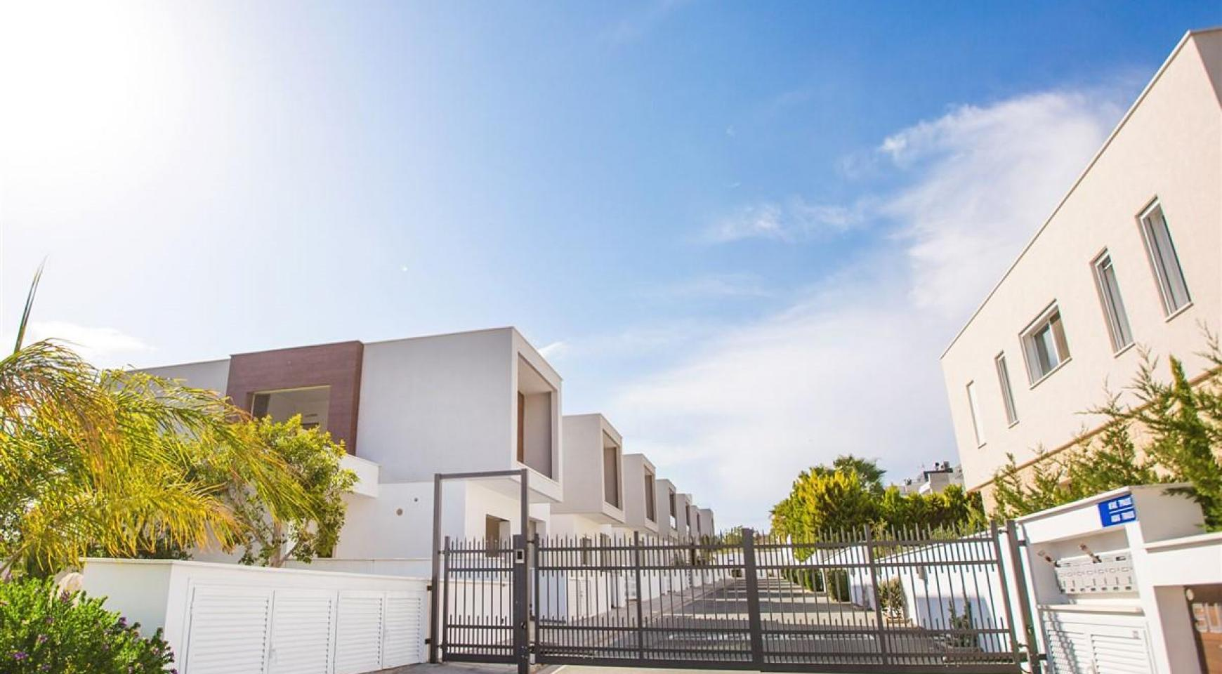 Modern 3 Bedroom Villa with Sea Views in Mouttagiaka Area - 15