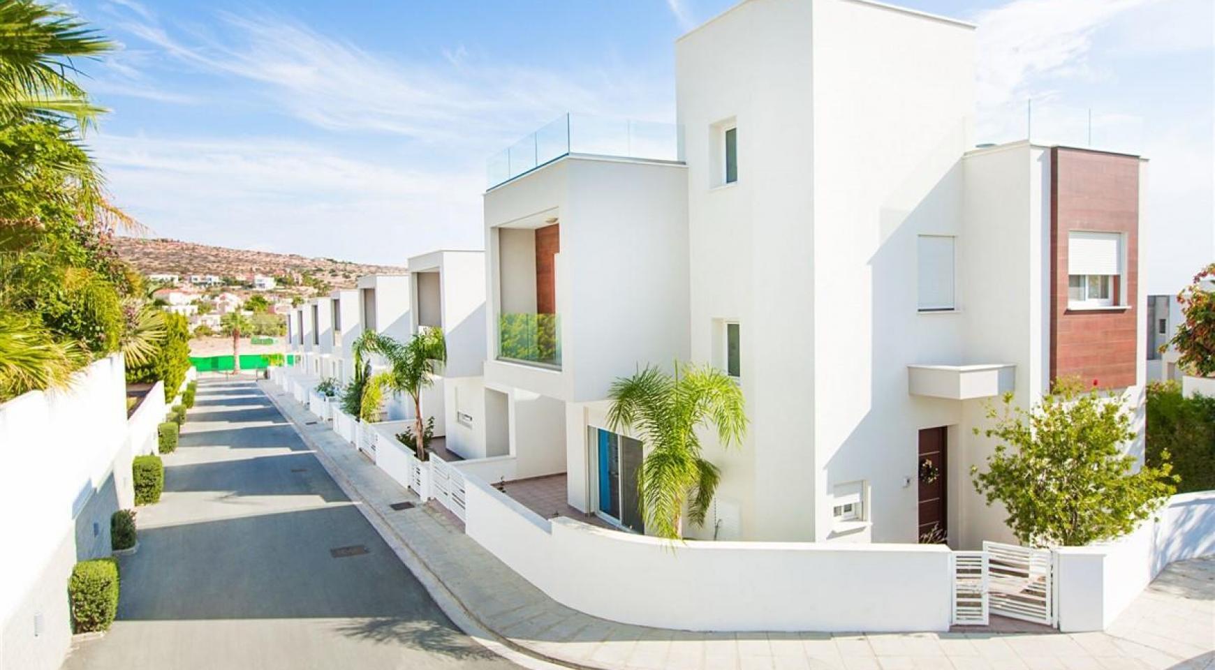Modern 3 Bedroom Villa with Sea Views in Mouttagiaka Area - 14