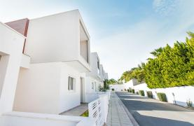 Modern 3 Bedroom Villa with Sea Views in Mouttagiaka Area - 44
