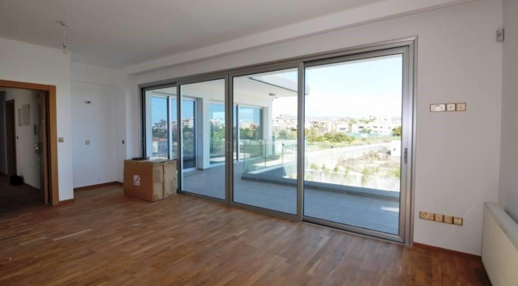 Luxurious Contemporary 5 Bedroom Villa near the Sea - 14