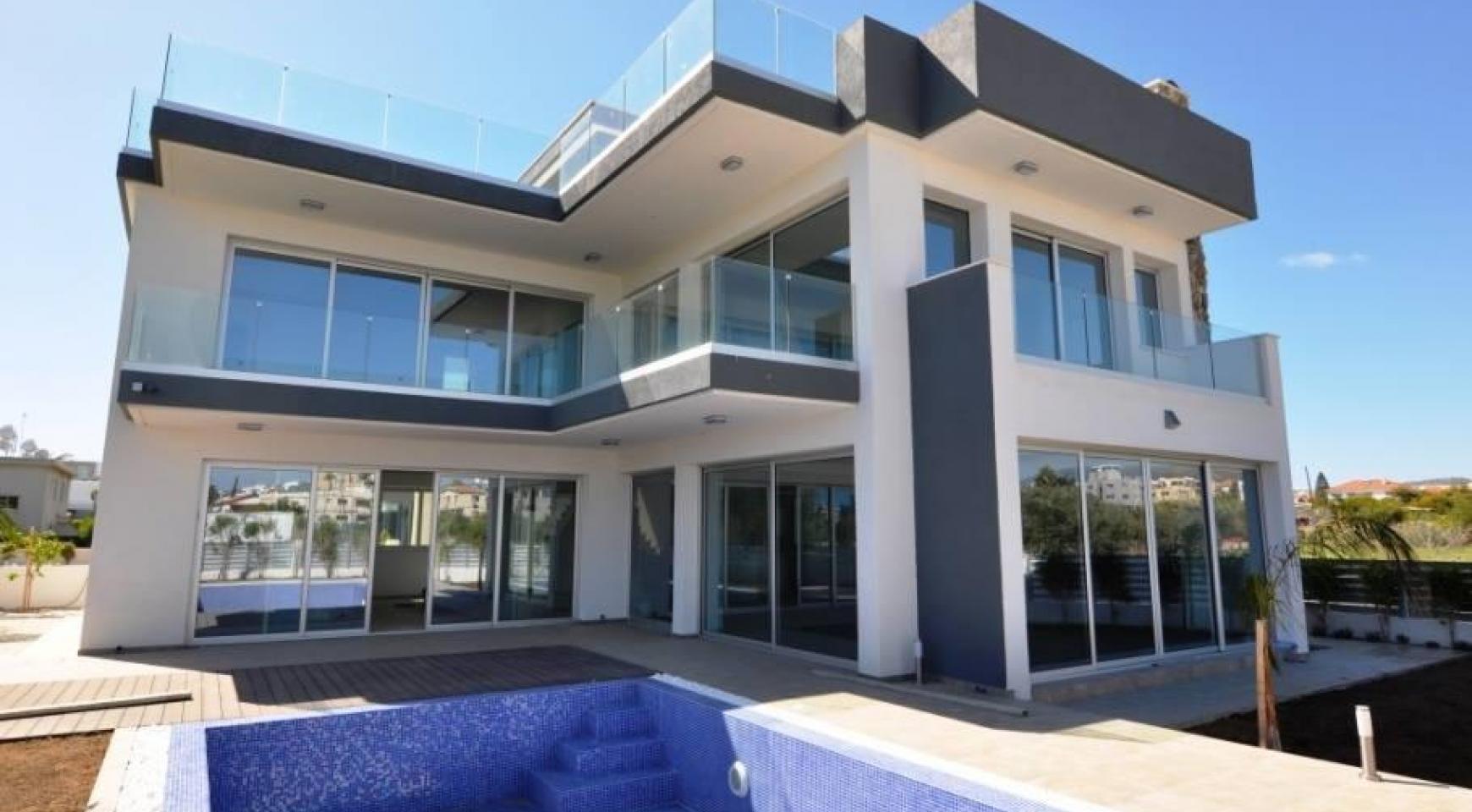Luxurious Contemporary 5 Bedroom Villa near the Sea - 1