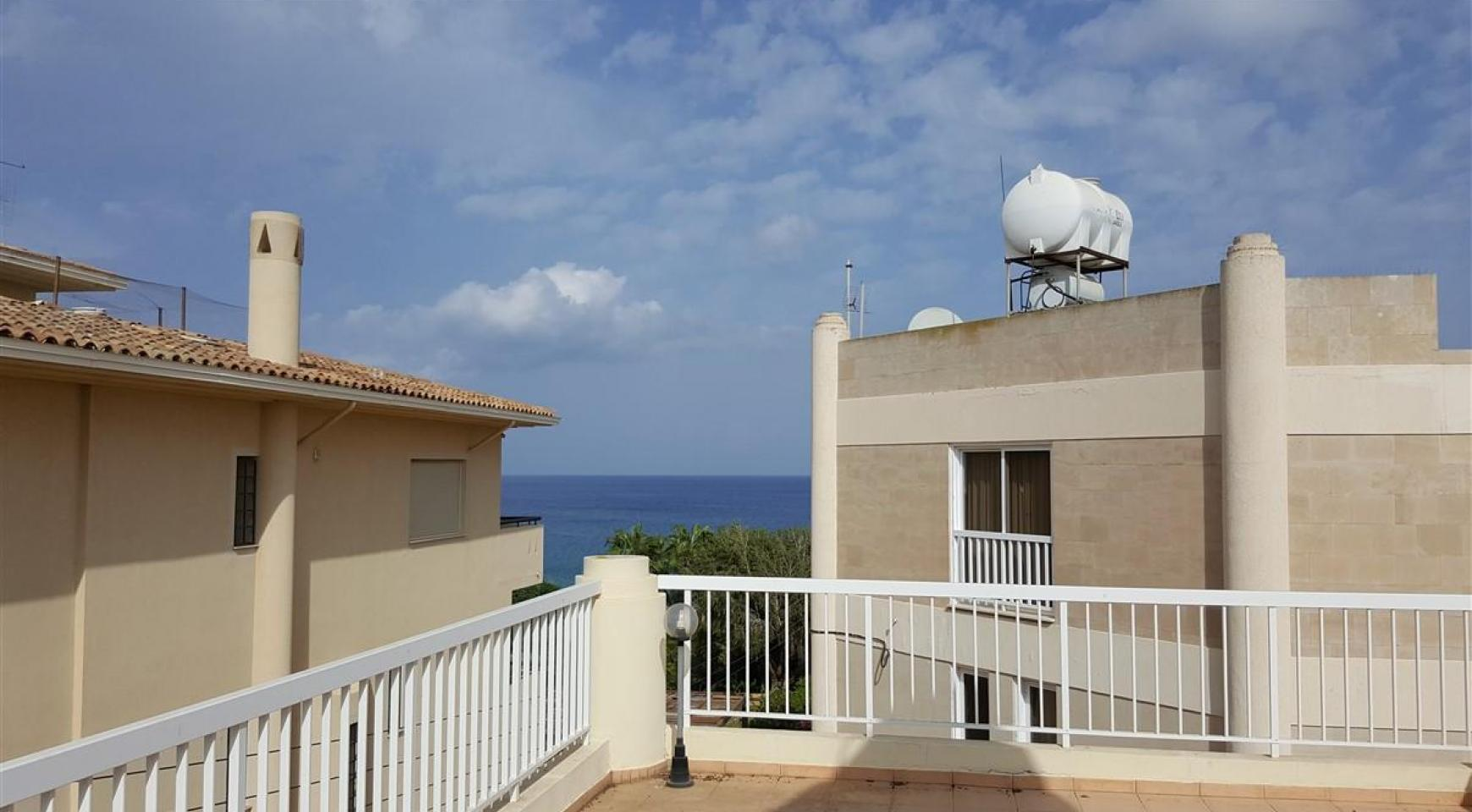 3 Villas with Sea Views in the Prime Seafront Location - 7