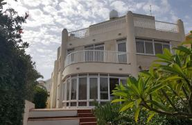 3 Villas with Sea Views in the Prime Seafront Location - 34