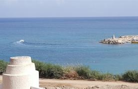 3 Villas with Sea Views in the Prime Seafront Location - 40