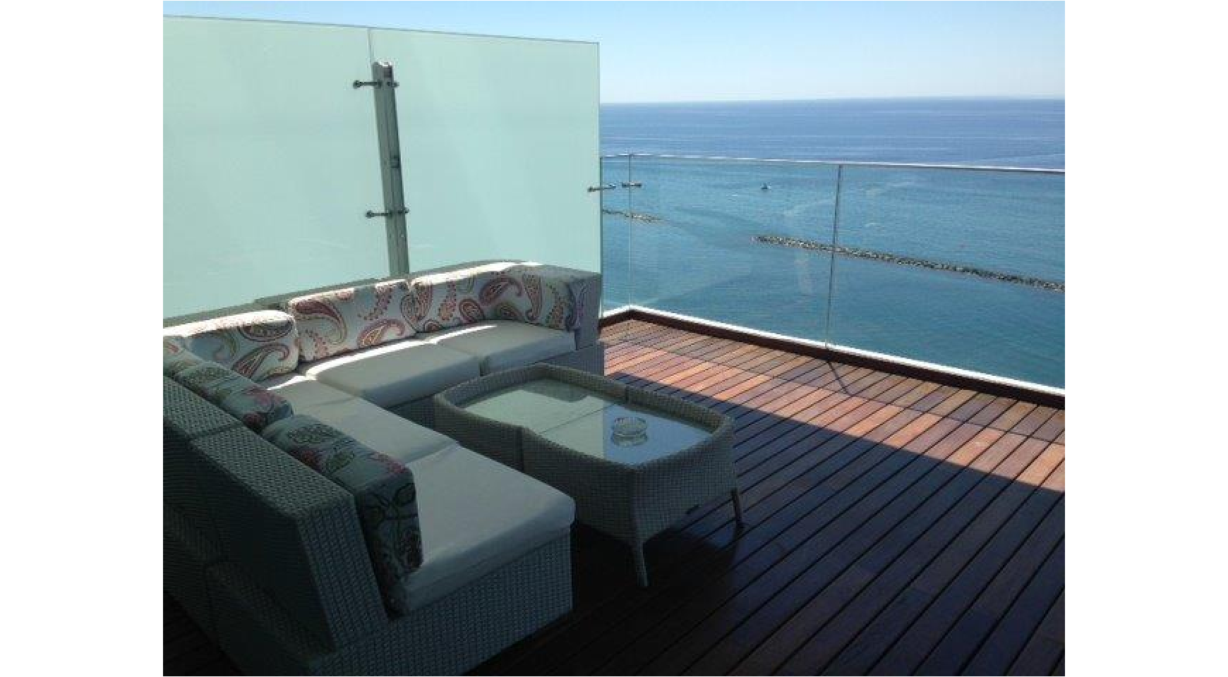Luxurious 3 Bedroom Apartment with Stunning Sea Views - 1