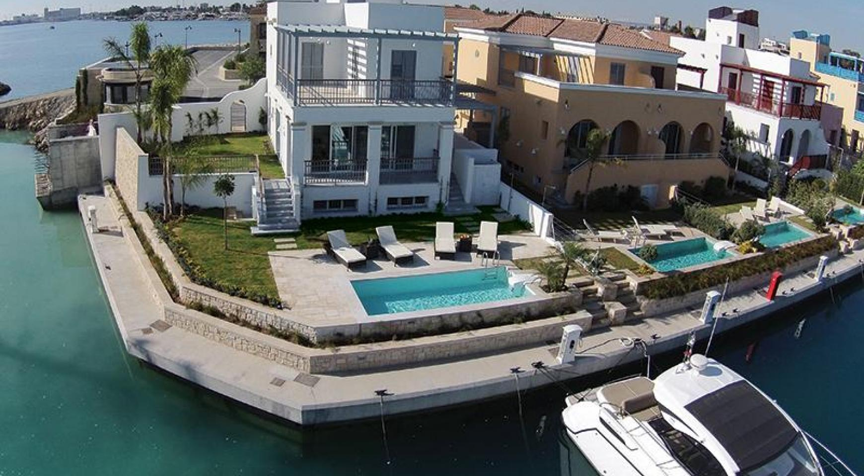 Luxurious 3 Bedroom Villa in an Exclusive Development by the Sea - 12