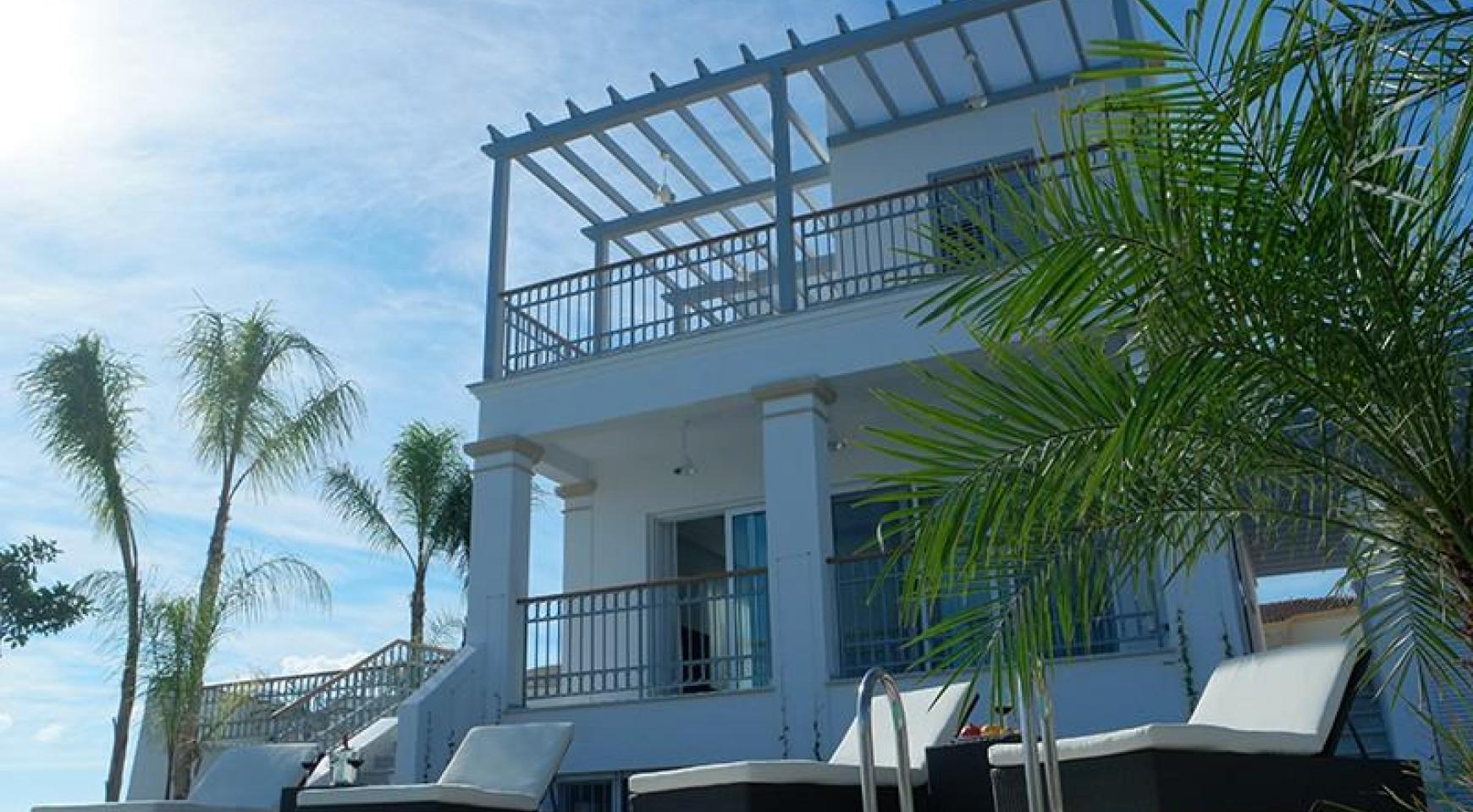 Luxurious 3 Bedroom Villa in an Exclusive Development by the Sea - 5
