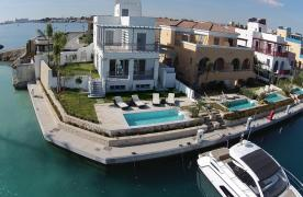 Luxurious 3 Bedroom Villa in an Exclusive Development by the Sea - 32