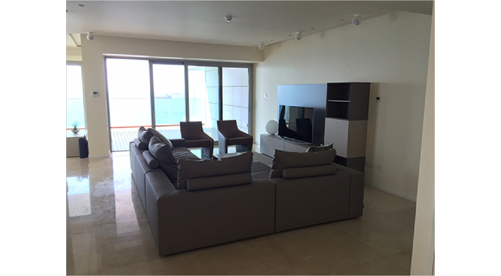 Spacious 3 Bedroom Apartment in an Exclusive Development near the Sea  - 3