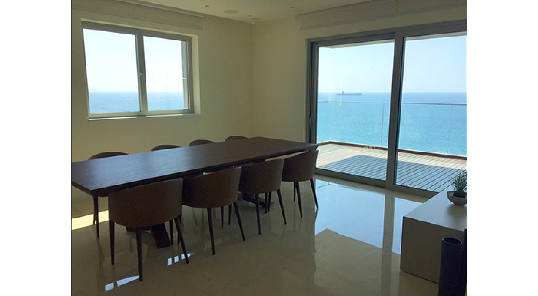 Spacious 3 Bedroom Apartment in an Exclusive Development near the Sea  - 2