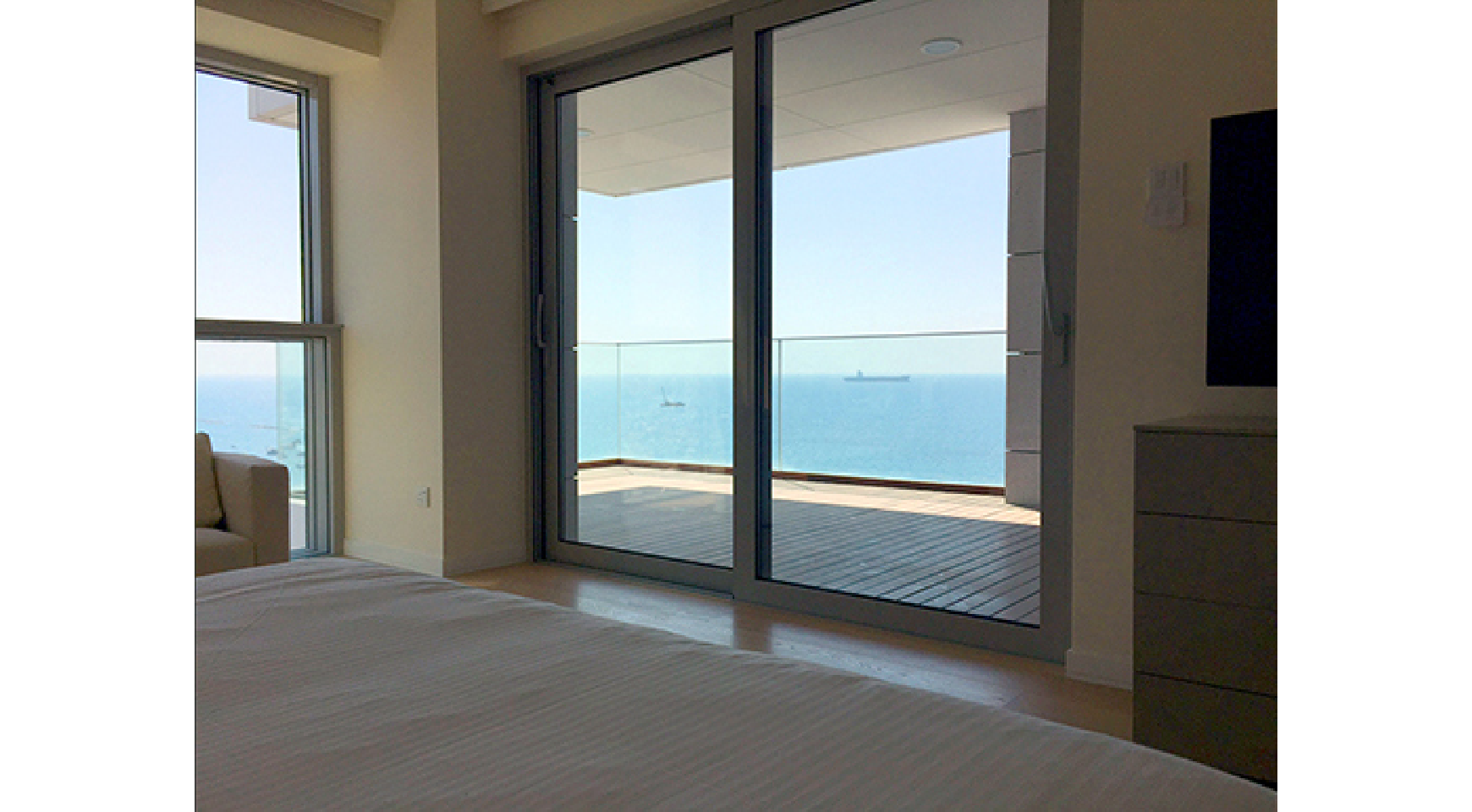 Spacious 3 Bedroom Apartment in an Exclusive Development near the Sea  - 8