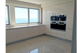 Spacious 3 Bedroom Apartment in an Exclusive Development near the Sea  - 18