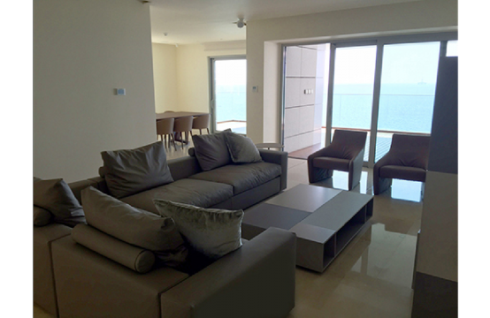 Spacious 3 Bedroom Apartment in an Exclusive Development near the Sea