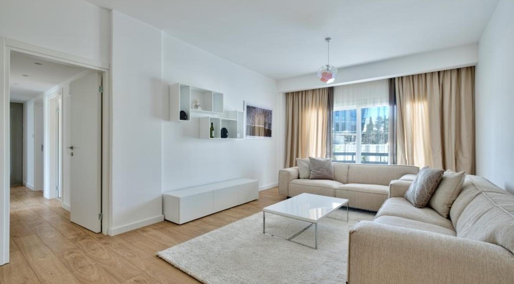 Modern 3 Bedroom Аpartment in Crown Plaza area - 15