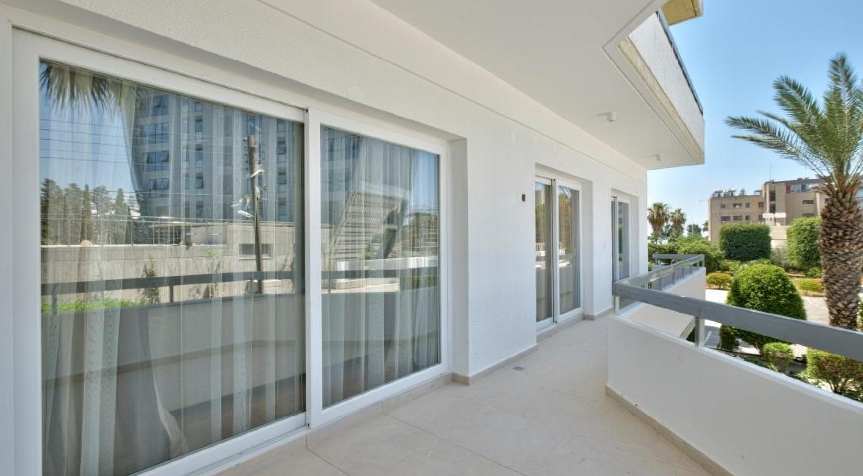 Modern 3 Bedroom Аpartment in Crown Plaza area - 5