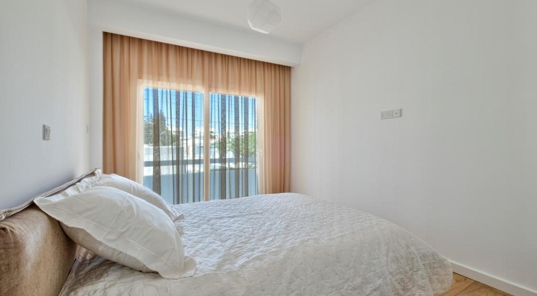 Modern 3 Bedroom Аpartment in Crown Plaza area - 11