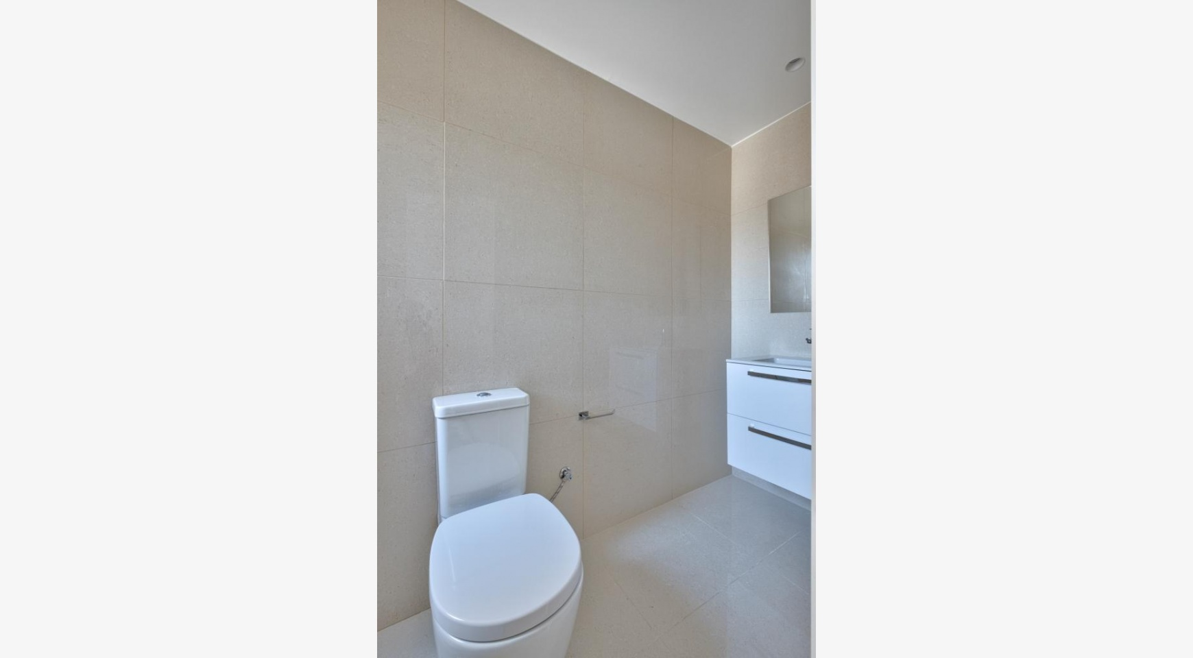 Modern 3 Bedroom Аpartment in Crown Plaza area - 14