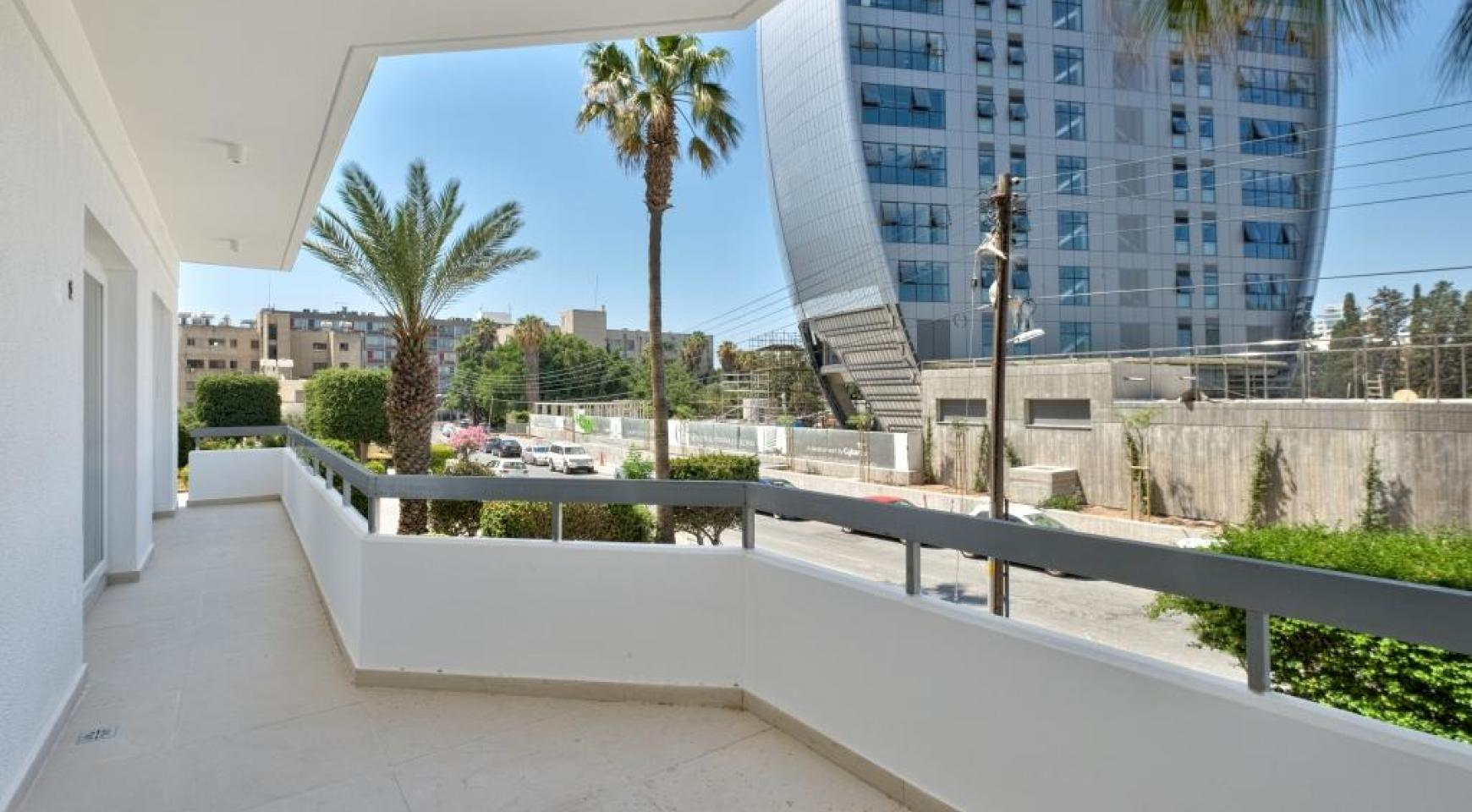 Modern 3 Bedroom Аpartment in Crown Plaza area - 6