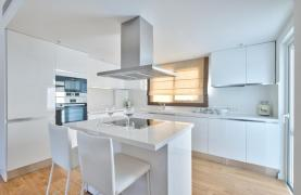 Modern 3 Bedroom Аpartment in Crown Plaza area - 16