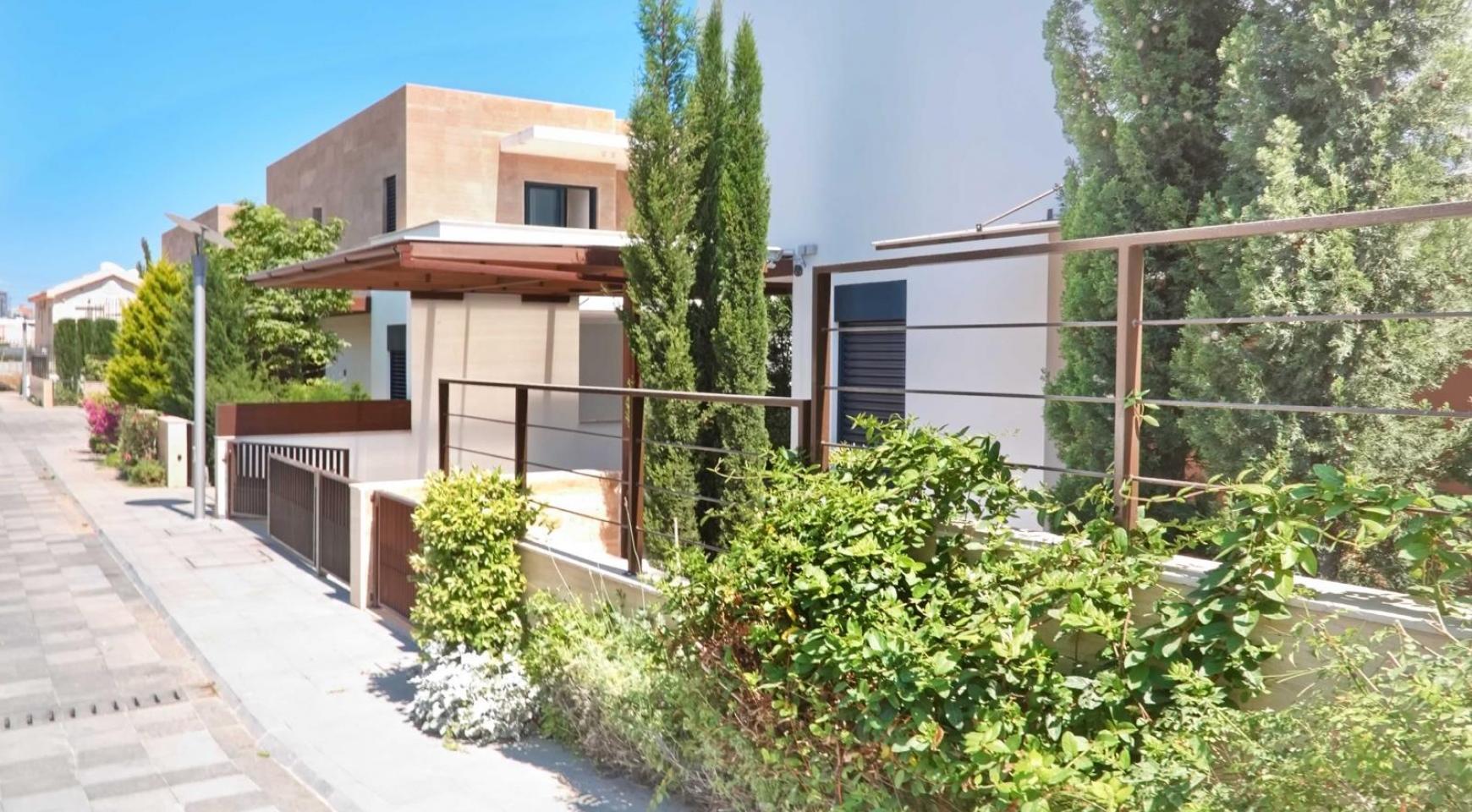 New Luxurious 4 Bedroom Villa in the Tourist Area - 12