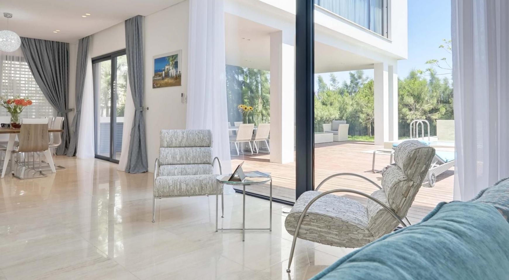 New Luxurious 4 Bedroom Villa in the Tourist Area - 22