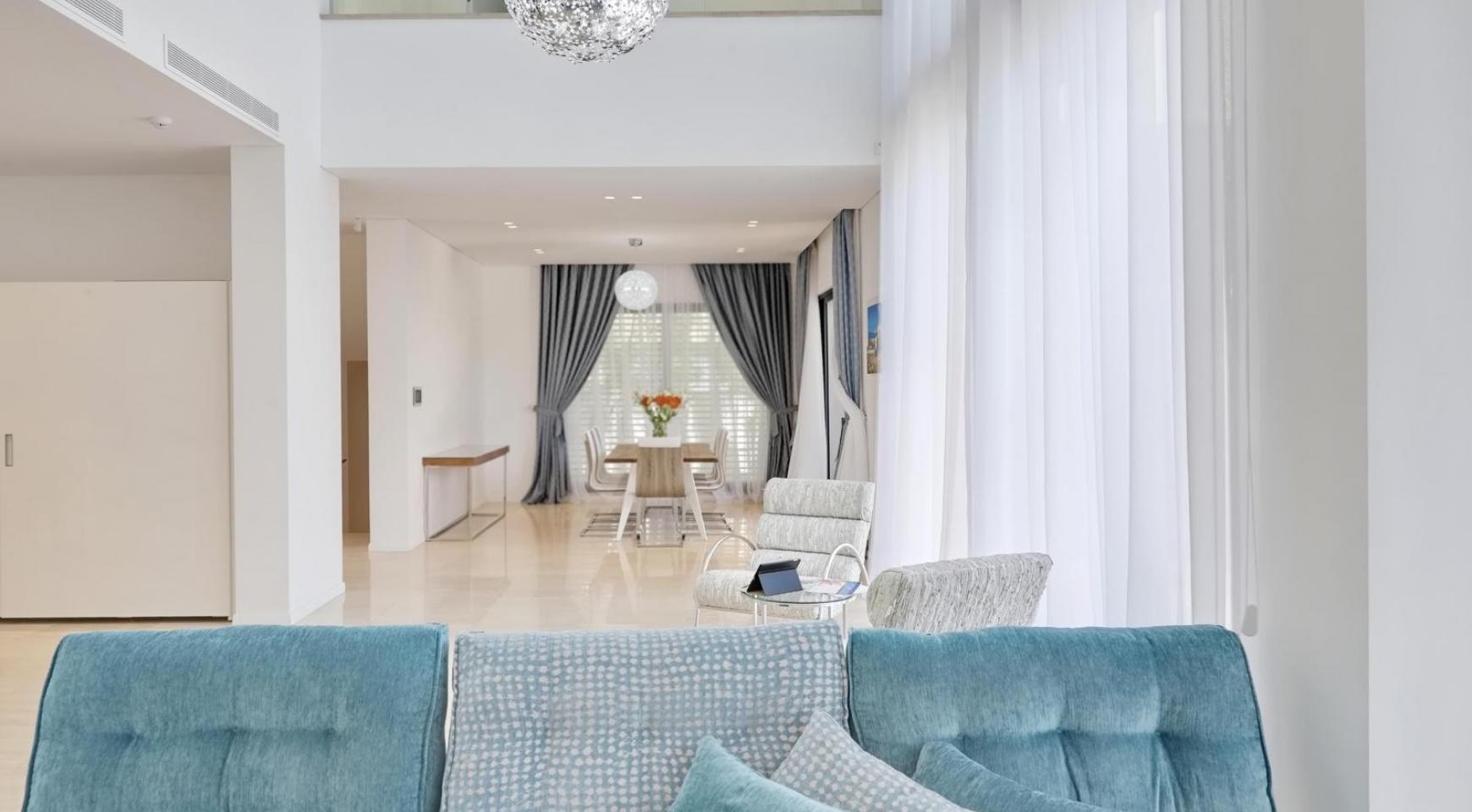 New Luxurious 4 Bedroom Villa in the Tourist Area - 16